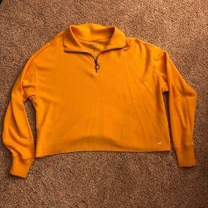 Hollister cropped t-shirt/light sweatshirt
